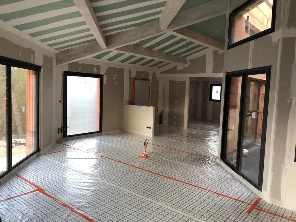 isolation sous un plancher r versible mousse polyur thane isolat france. Black Bedroom Furniture Sets. Home Design Ideas